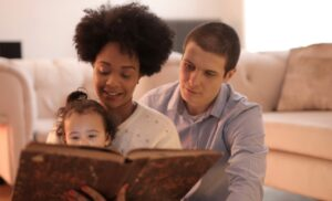 Reading to Your Kids Offers Many Benefits
